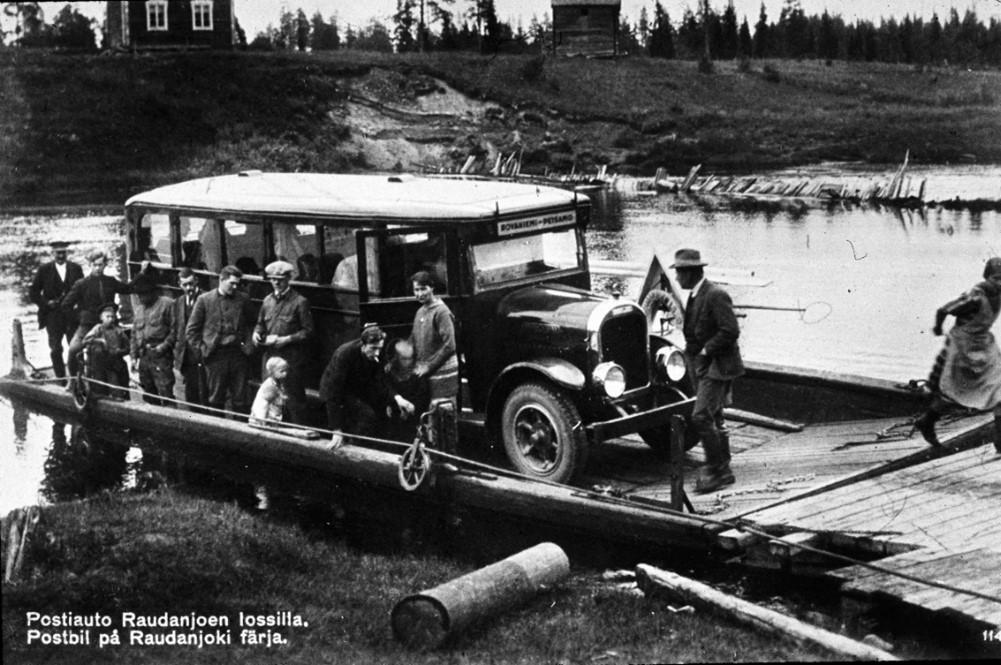Rovaniemi - Petsamo linja-auto Raudanjoen lossilla. SMY 1930-luvun alku.